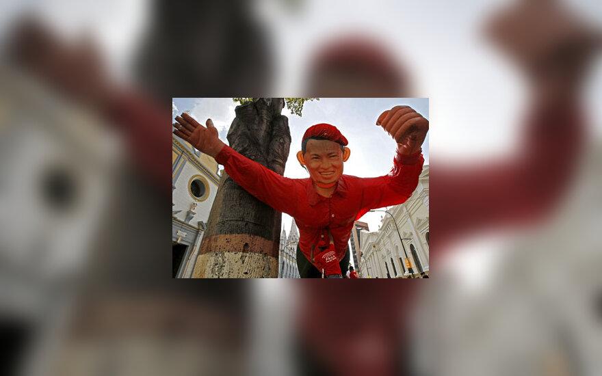 Venesuelos prezidento Hugo Chavezo šalininkai Karakase pripūtė milžinišką lėlę