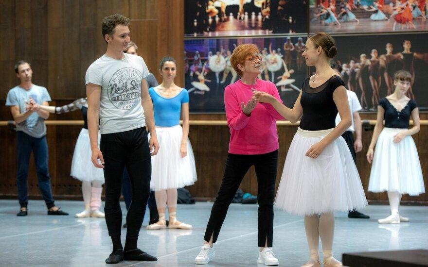 """Akimirkos iš baleto """"Žizel"""" repeticijos"""