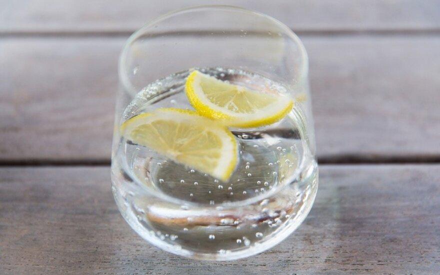 Stiklinė vandens gali sumažinti daugelio ligų riziką
