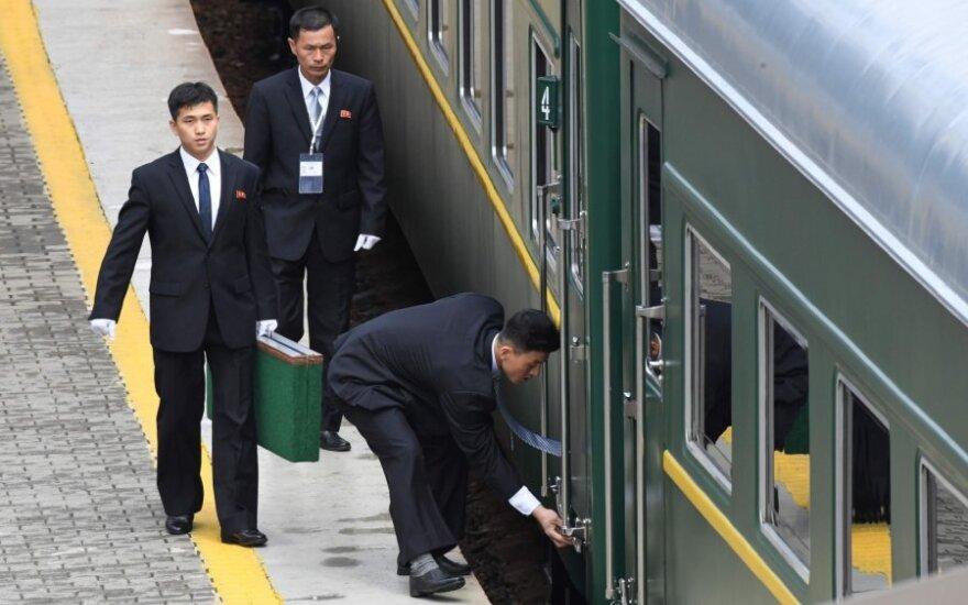 Kim Jong Uno traukinys išvažiavo iš Vladivostoko