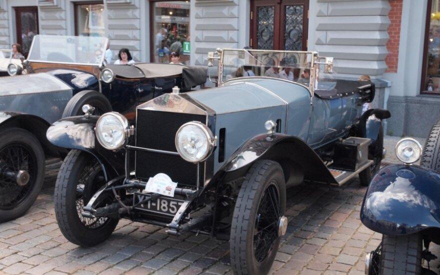 """Senovinių """"Rolls-Royce"""" ekspozicija Rygoje"""