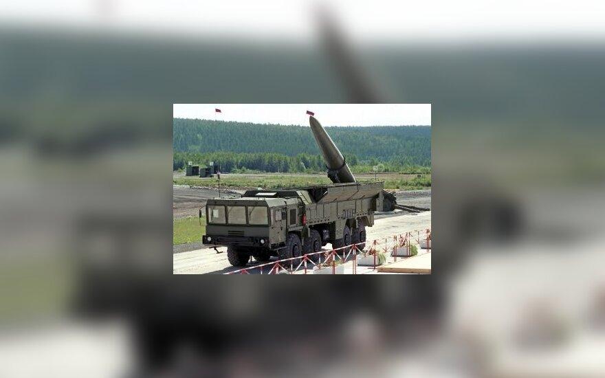 """Minskas paprašė Maskvos raketų komplekso """"Iskander"""" ir raketų sistemos S-400"""