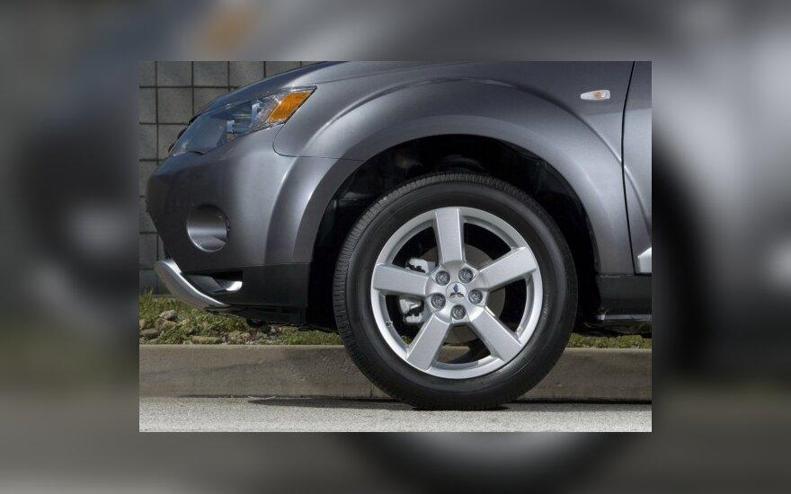 Draudikai nori pažeminti SUV visureigių buferius