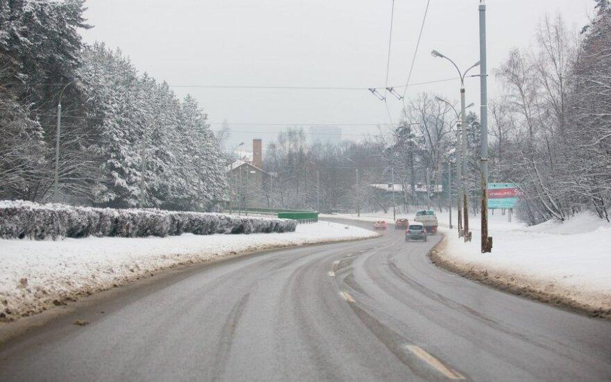 Eismo sąlygas sunkina snygis ir plikledis