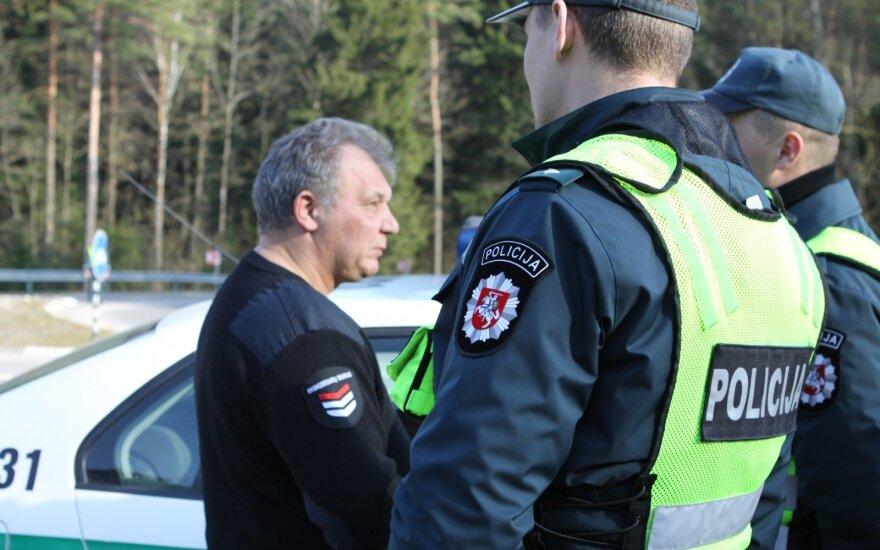 """Girtas vilkiko vairuotojas važiavo """"namo, į Rusiją"""", įkliuvo apsaugininkas, vaikinas nustebino atvirumu"""
