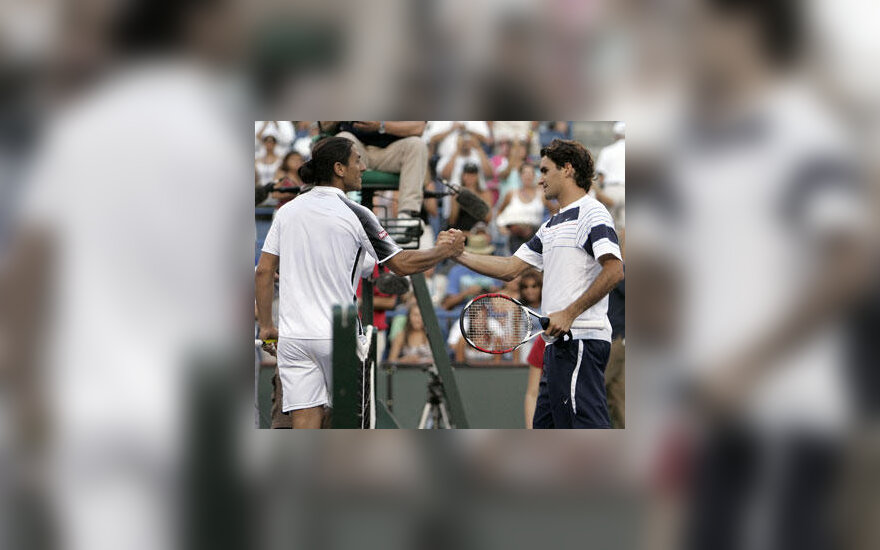 Roger Federeris sveikina su pergale Guillermo Canas
