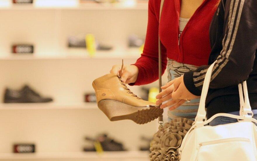 Apsaugos darbuotojo elgesys batų pardavėjai pasirodė nepriimtinas