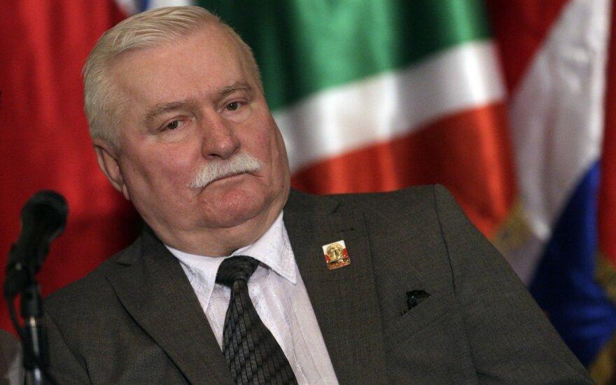 Walesa sukritikavo Dudą dėl teismų reformų
