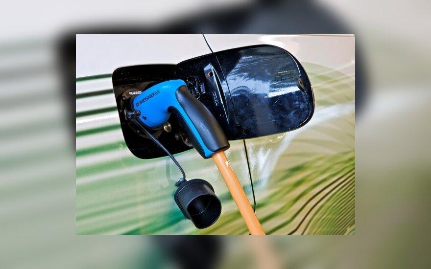 eRUF elektromobilio įkrovimas