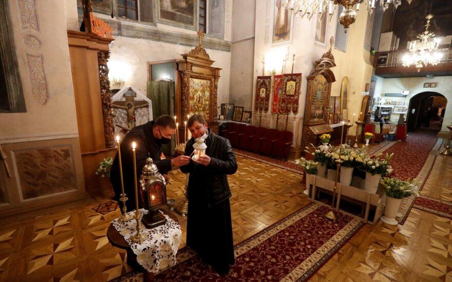 Ukrainoje dėl koronaviruso plitimo izoliuotas jau ketvirtas vienuolynas