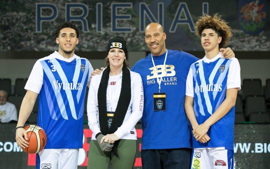 LiAngelo ir La Melo Ballai su tėvais