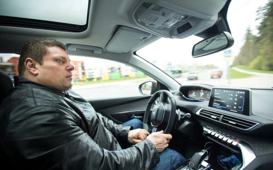 Žydrūnas Savickas prie automobilio vairo