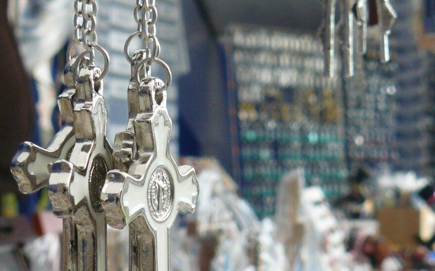 Prieštaringai vertinamas įstatymas: valstybės tarnautojai turės atsisakyti religinių simbolių