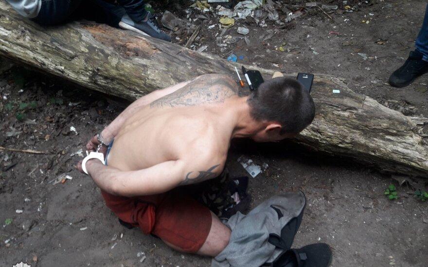 Vilniaus pakraštyje sulaikyti du asmenys: pareigūnai rado narkotikų bei pinigų