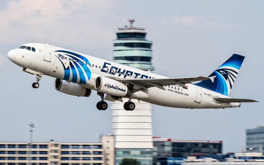 """""""EgyptAir"""" lėktuvo juodoji dėžė pagaliau aptikta, tačiau radinys apgadintas"""