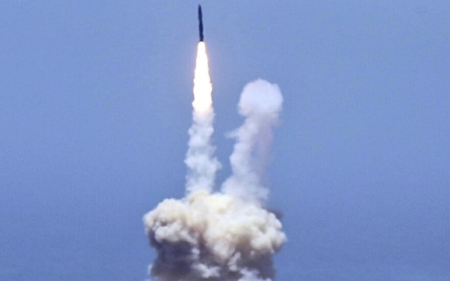 Atsakas Šiaurės Korėjai: JAV išbandė priešraketinės gynybos sistemą