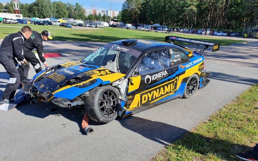 Lietuvių sportinis BMW lenktynių trasoje tėškėsi į sieną – iš automobilio liko tik metalo laužas