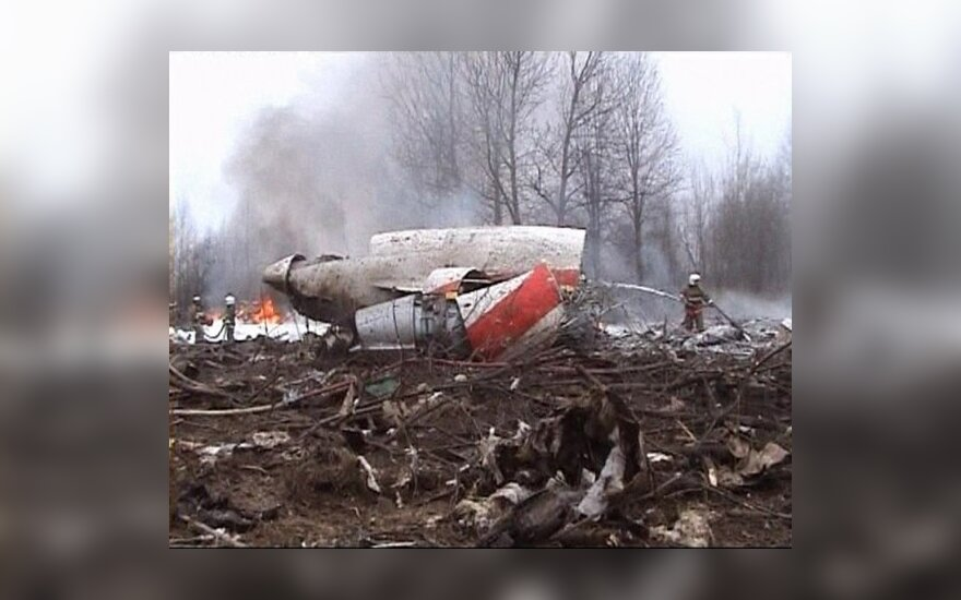 Lenkijos prezidento lėktuvo pilotai galėjo gauti neteisingus duomenis iš Smolensko oro uosto, sako ekspertai