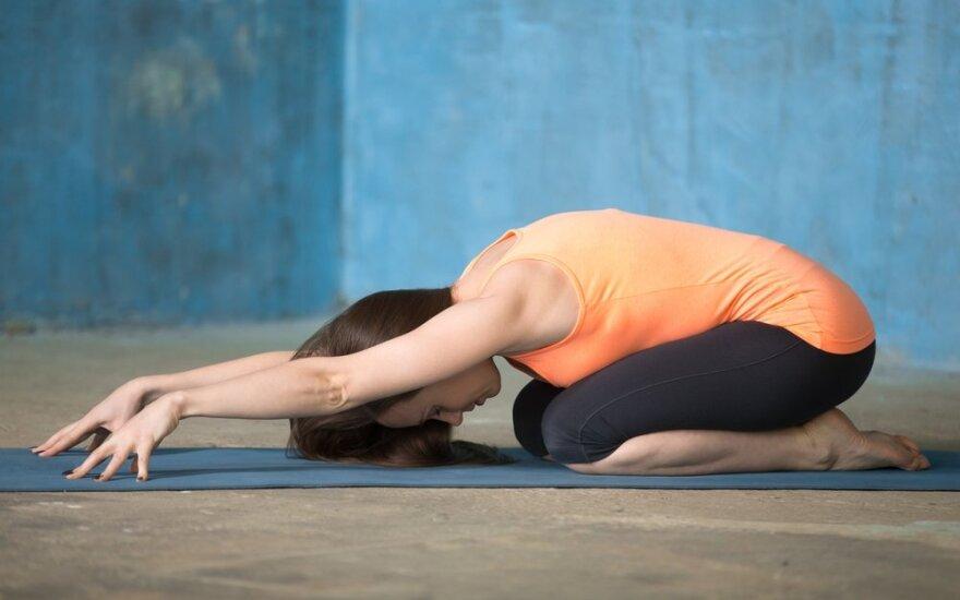 Kaip nesuklysti renkantis gimnastikos kilimėlį