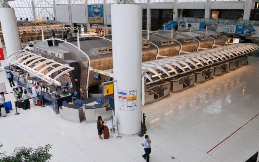 JAV oro uostuose ir prekybos centuose gali atsirasti ... drabužių automatai