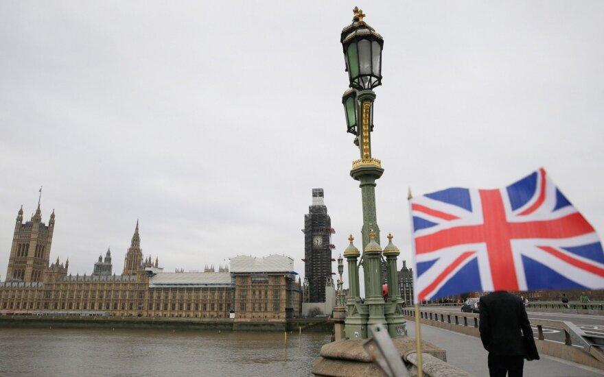 Britams – grėsmė išlėkti į precedento neturinčią nežinią: kova aršėja