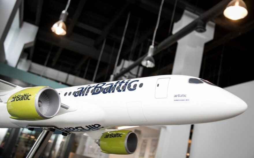 """""""Air Baltic"""" atnaujins skrydžius dar keturiomis kryptimis iš Rygos, trimis – iš Talino"""