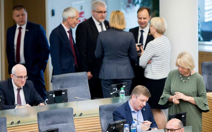 Į laisvas Seimo nario pareigas – kol kas 7 pretendentai