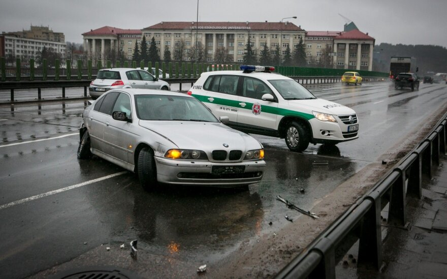 BMW avarija. Asociatyvi nuotr.