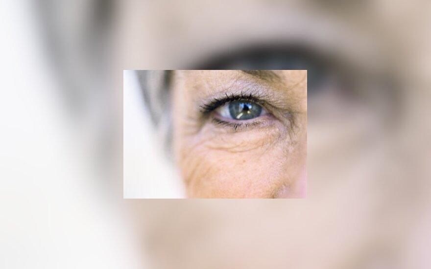 sena moteris, akis, senatvė, žmogus