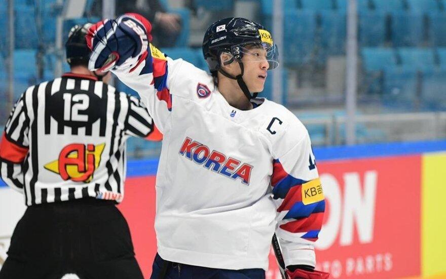 Pietų Korėjos ledo ritulio rinktinės žaidėjas (Nuotr. Marat Akimzhanov, IIHF)