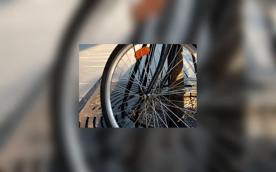 Sostinės centre dviratininkas ant šaligatvio partrenkė nepilnametę ir pabėgo