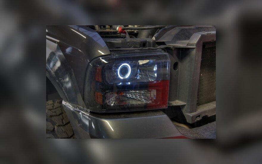 """""""Autopilotas"""": automobilio žibintų """"tobulinimo"""" ypatumai"""