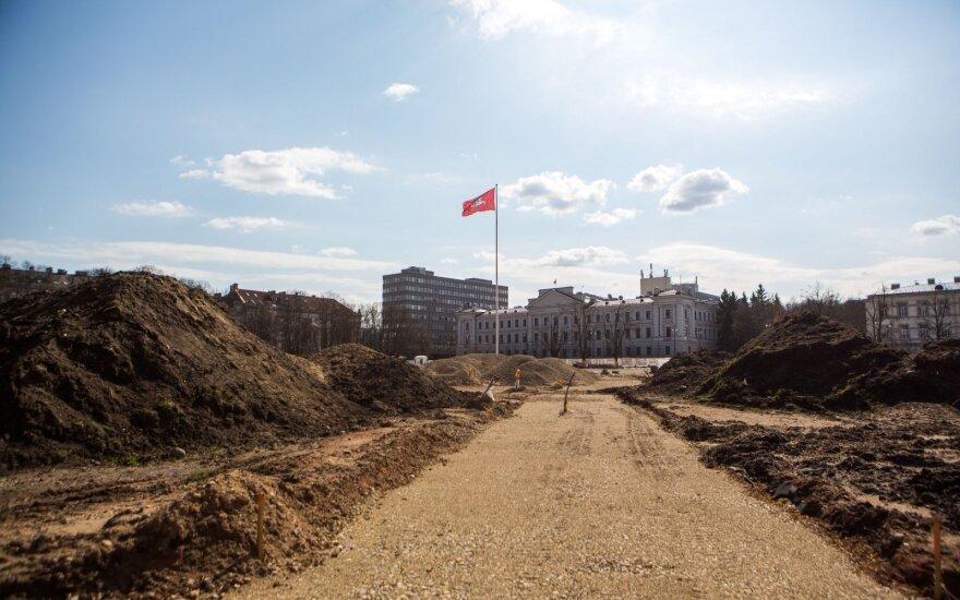 Balsuok! Piliečiai dalinasi savo Lukiškių aikštės memorialo idėjomis