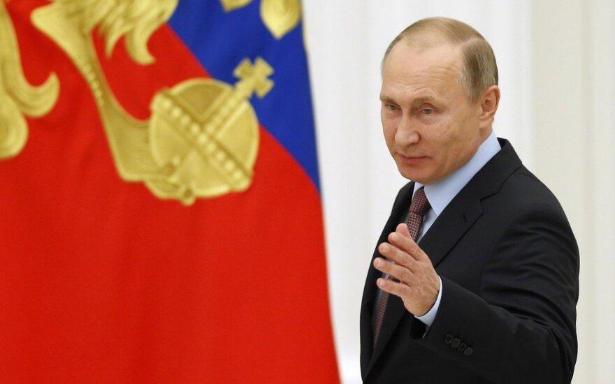 Išnarstė V. Putiną po kaulelį ir davė patarimą D. Trumpui