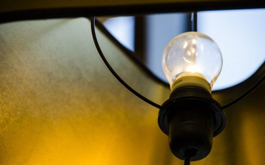 Dėl naktį buvusio vėjo be elektros šalyje dar apie 1,5 tūkst. vartotojų