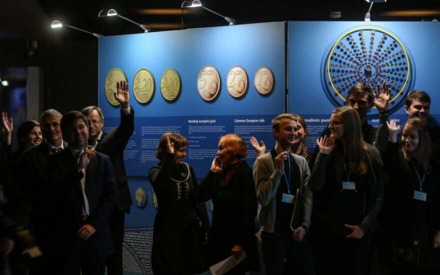 Over 10,000 Lithuanians visit euro exhibition