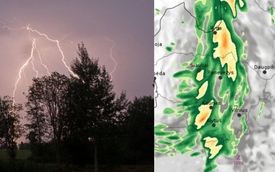 Į Lietuvą atkeliauja audringi orai: siaus galingas vėjas, gali kilti škvalas ir kruša