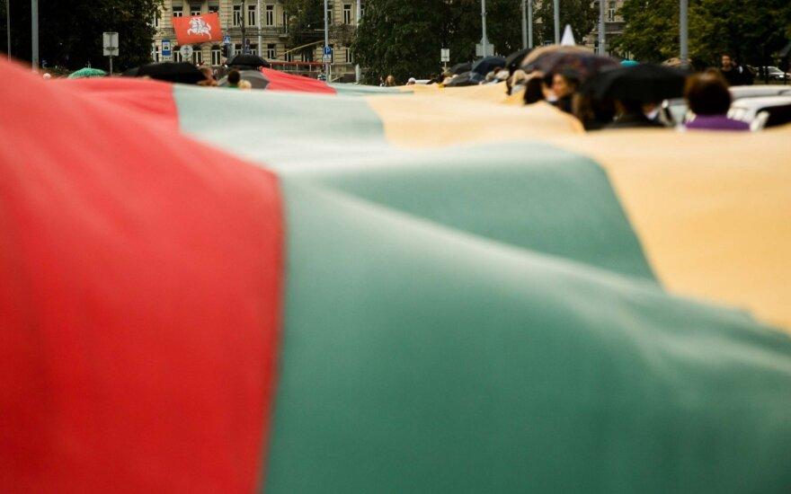 Lietuva gimtadienį švęs audringai