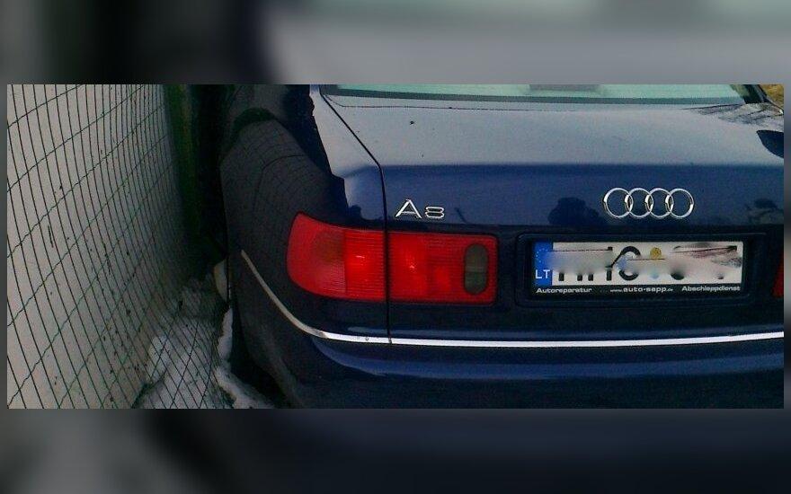 """Girtas paauglys pavogė tėvo """"Audi"""" ir ją sudaužė"""