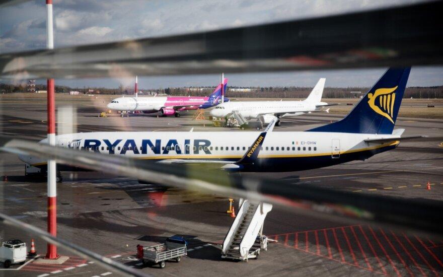 """Airijos """"Ryanair"""" pilotai grasina streiku"""