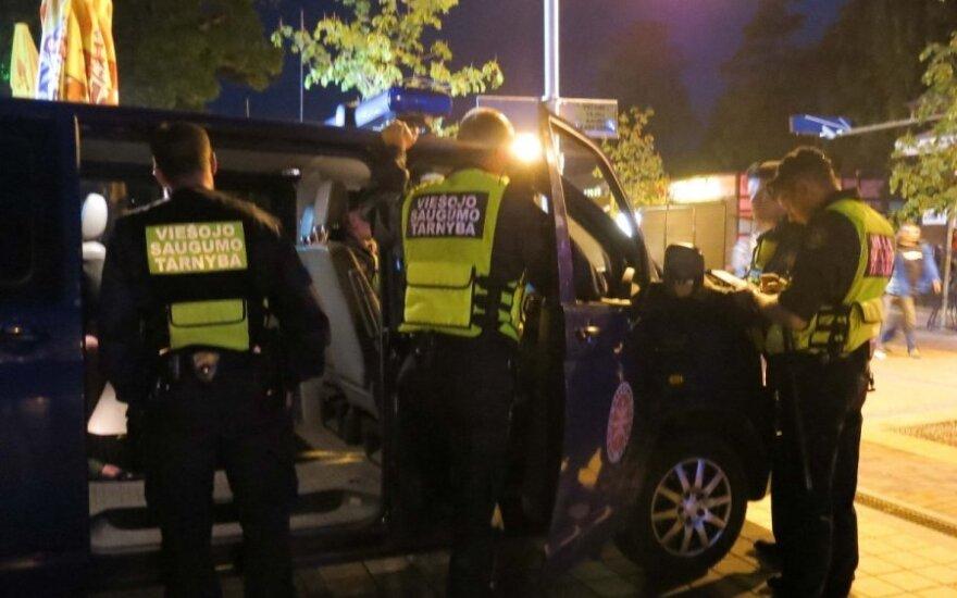 Joninių naktis Palangoje: pernelyg atsipalaidavę vyrukai šventę pratęsė areštinėje