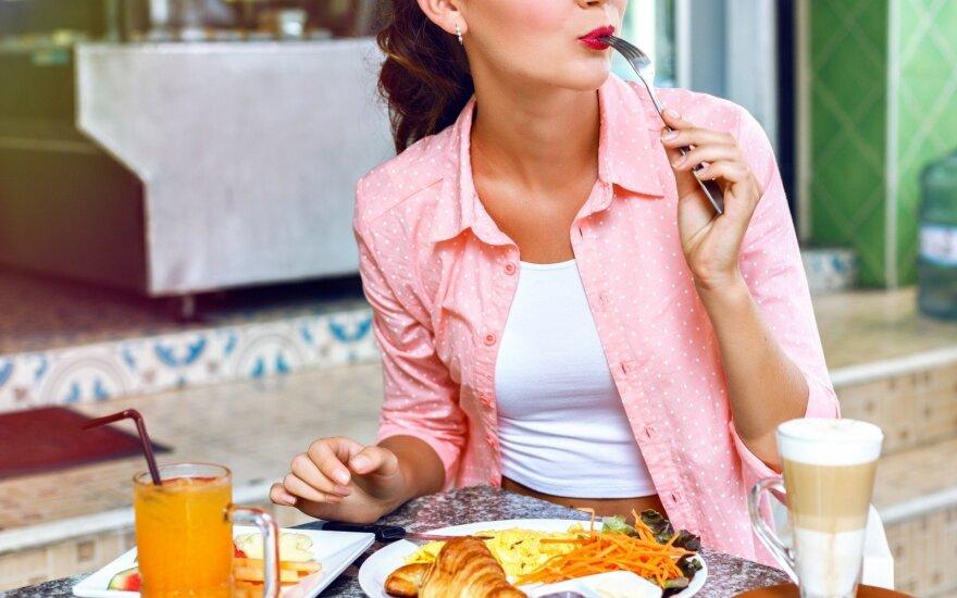 Teigia, kad tokia mityba turi stebuklingą poveikį: kas yra intervalinis valgymas ir kam jo reikia