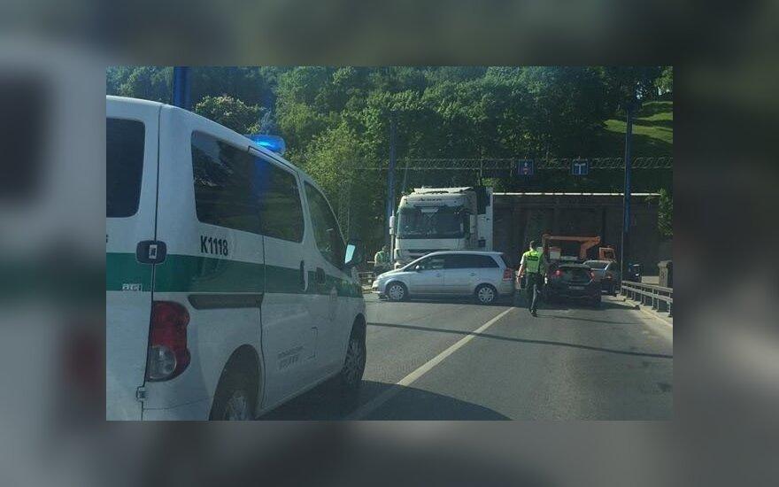 Po avarijos paralyžiuotas Aleksoto tiltas