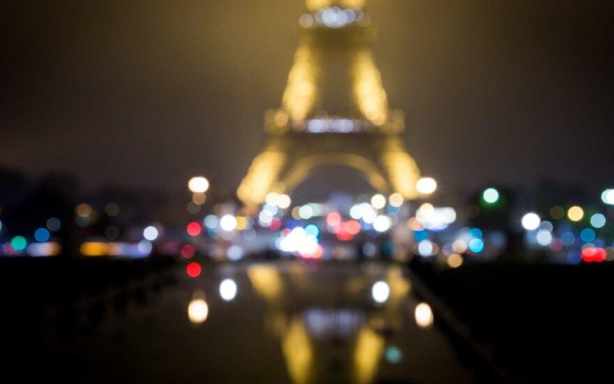 Eifelio bokštą apjuosė neperšaunamo stiklo siena