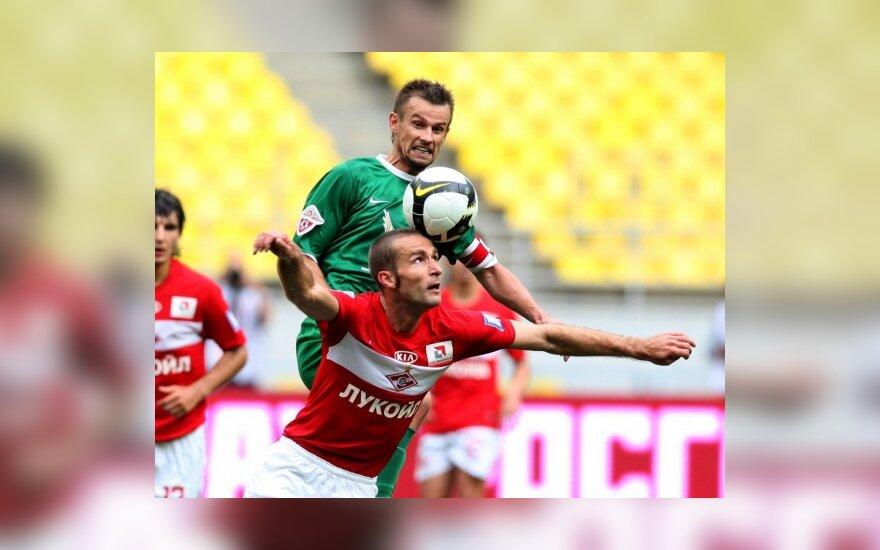 I.Dedura (raudoni marškinėliai)