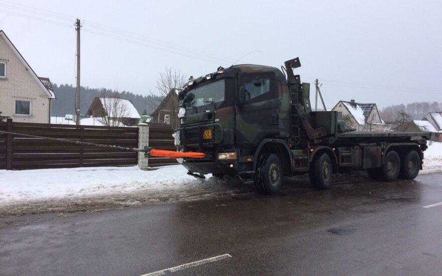 Kaišiadorių r. apvirto Olandijos kariuomenės sunkvežimis, du kariai sužaloti