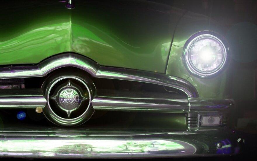 Kaliniai iš nebūties prikelia senus automobilius