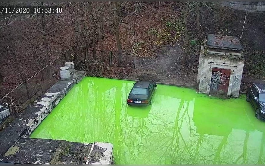 Vilniuje išsiliejo žalios spalvos skystis