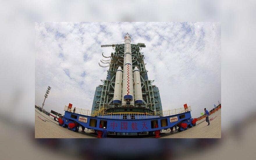 Kinijos pirmasis daugkartinio naudojimo erdvėlaivis nusileido po dviejų dienų orbitoje