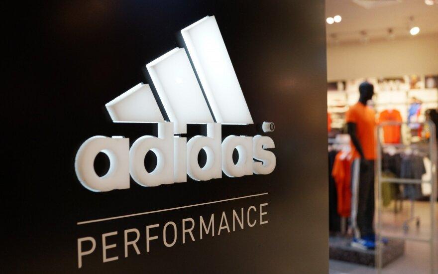 """Po """"Adidas"""" siūlymo įsigyti drabužių su užrašu """"USSR"""" – Lietuvos reakcija"""
